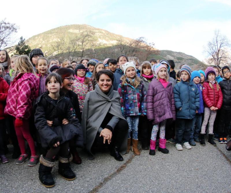 La-ministre-a-meme-pousse-la-chansonnette-avec-les-ecoliers